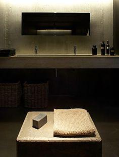 Studio KO - G House - Bonnieux - ©Dan Glaser > Concrete bathroom