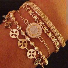 Compre aqui: www.sophiejuliete.com.br/estilista/nandabordon Pulseirismo banhado a ouro pulseiras delicadas drusa perola