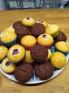 Ínycsiklandó alap muffin tészta, citromos és kakaós változat, amit egy kis meggyel teszünk még csodásabbá!