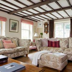 Pale rosa und weißen Land Wohnzimmer
