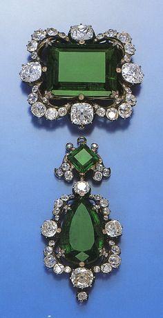 Componente centrale della collana di smeraldi della Regina Maria Adelaide