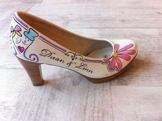 Laat je schoen beschilderen voor een speciale gelegenheid.