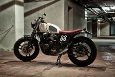 XJ600 by Motorecyclos | Inazuma café racer