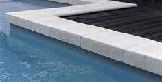 Margelle #piscine réversible de PIERRA. Disponible en ton pierre nuancé, rose provence,  guyenne.  http://www.pierra.com/exterieur/margellereversible/