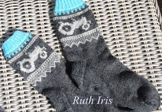 Bilderesultat for mariusmønster med hjerter Knitting Charts, Baby Knitting Patterns, Knitting Socks, Hand Knitting, Knit Socks, Crochet Stitches, Knit Crochet, Baby Barn, Slipper Socks