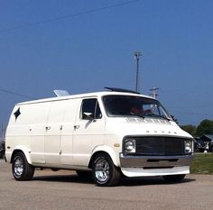 Custom 70's Dodge Maxi van