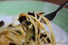 Poľné kvety: Špagety s cesnakom medvedím a sušenými paradajkami