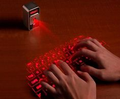 『Magic Cube』レーザー照射でテーブルに映し出されたキーボードを使って打ち込みが出来るこのアイテム。打鍵音も設定可能なので、タイピング感覚は思った以上にあるとのこと。http://interioramble.com/db/magiccube/