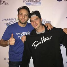Beautiful evening singing Karaoke to support my good pal @sadowski23 @childrenstumor ending NF. You sir, are a wonderful man & friend. Please check out the foundation. Helping save/improve lives everyday.