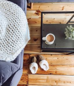 But first, coffee and slippers ☕️🐻🐾 Shop Loki: bearpaw.com/ #LiveLifeComfortably #BearpawStyle 📸 @oursilverterrace