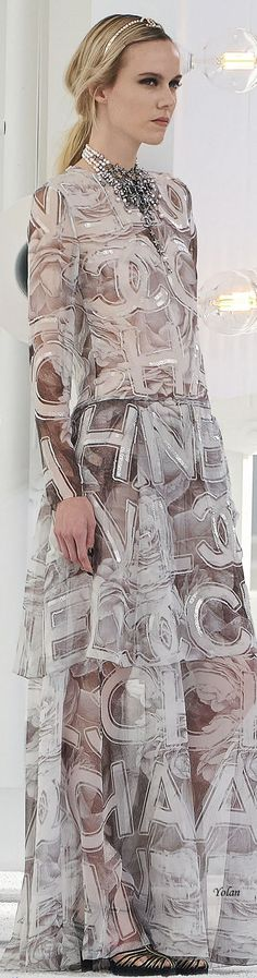 Famous French, Chanel Spring, French Fashion, Evening Gowns, Dress Up, Fashion Design, Fashion Trends, Couture, Womens Fashion