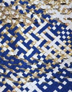 Sac en cuir tressé, pochette en cuir tressé. Modèle Ella, coloris ivoire, bleu klein et or. Klein, Ivoire, Or, Small Leather Bag, Braided Leather, Braid
