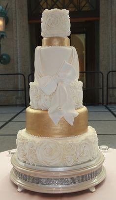 Wedding Dresses Near Me - Wedding Favor Ideas - Desserts Gold Wedding Theme, White Wedding Cakes, Elegant Wedding Cakes, Elegant Cakes, 50th Wedding Anniversary Cakes, 50 Anniversary, Wedding Dresses Near Me, Champagne Cake, Quinceanera Cakes