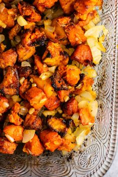 Sweet potato hash recipe with caramelized garlic and onion. So much flavor thi Sweet potato casserole Yellow Sweet Potato, Sweet Potato Hash Browns, Crispy Sweet Potato, Paleo Sweet Potato, Sweet Potato Recipes, Roasted Sweet Potatoes, Veg Recipes, Healthy Recipes, Recipes