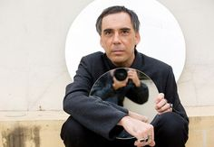 O cantor e compositor Arnaldo Antunes comemora 30 anos de carreira em show no Sesc Santo Amaro. (Foto: Divulgação)
