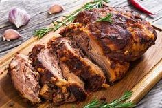 How to make slow cooker pork shoulder with tangy basil sauce Como fazer um lombo de porco com molho Pulled Pork Butt Recipe, Barbecue Pulled Pork, Pulled Pork Recipes, Pulled Pork Shoulder, Pork Shoulder Roast, Braised Pork, Pork Roast, Slow Cooker Pork Shoulder, Grilled Pork