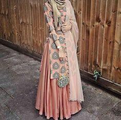 Defining the Grace of Punjabi Suits Islamic Fashion, Muslim Fashion, Modest Fashion, Indian Fashion, Fashion Dresses, Pakistani Dress Design, Pakistani Dresses, Indian Dresses, Modest Dresses