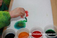 Bean's Playhouse: スポイトと色水だけでできる簡単なアート。色の混ざっていく様子を楽しむのにお勧め。