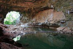 O Vale do Peruaçu abriga 140 cavernas, algumas das mais preservadas trilhas, uma tribo indígena que já foi considerada extinta e 80 sí...