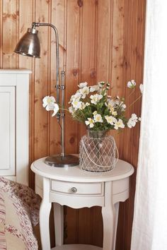 cottage decor accessories and wooden furniture for room makeovers