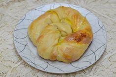 Placinte moldovenesti cu branza sarata - CAIETUL CU RETETE Bagel, Bread, Desserts, Food, Recipe, Deserts, Dessert, Meals, Breads