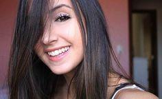 F.G. Saraiva: Banquinho, violão e selfies: Mariana Nolasco é fen...