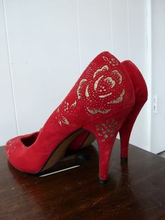 Red Velvet Heels Gold Glitter Roses Pointed Toe 4 Inch Spike High Heel Shoes Wild Nights 9 B Glitter Roses, Gold Glitter, Red Velvet Heels, Red Shoes, Shoes Heels, Red Wedding Shoes, Shoe Show, Gold Heels, Fashion 2020