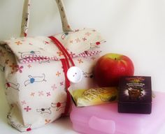 http://thehabygoddess.blogspot.co.nz/2011/01/back-to-school-series-diy-lunch-bags.html