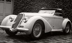 Vorstenhuizen,  koningshuis Nederland, auto  prins Bernhard. De nieuwe Alfa Romeo van prins Bernhard staat klaar voor vertrek. Nederland/Frankrijk? 1938.