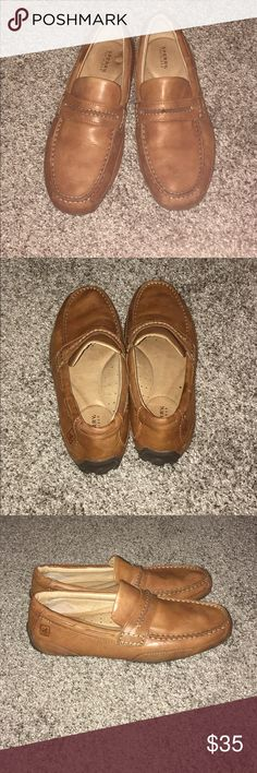 Men's Sperry loafer Men's leather Sperry loafer. These are comfortable and in great condition. There is a couple small spots on the inside sole of the right shoe but cannot be seen when worn and does not affect the wear. Sperry Shoes Loafers & Slip-Ons