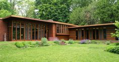 Herbert and Katherine Jacobs House by Frank Lloyd Wright, considered by many to be the first of Wright's Usonian Style houses, Madison, WI, 1937 Frank Loyd Wright Houses, Casas De Frank Lloyd Wright, Usonian House, Modern Landscaping, The Ranch, Architecture Details, Landscape Design, Beautiful Homes, House Design