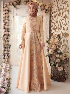 Batik Long Dress, Model Dress Batik, Muslim Long Dress, Muslim Evening Dresses, Dress Batik Kombinasi, Hijabi Gowns, Hijab Dress Party, Simple Bridesmaid Dresses, Batik Fashion