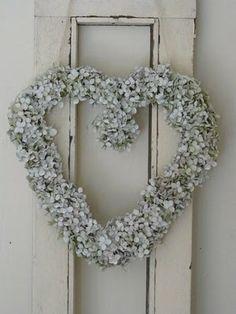 Sfeervolle krans van hortensia annabelle (eind augustus maken)
