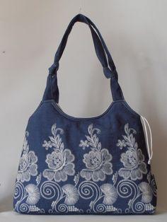 Új fazonú, elegáns hímzett farmer táska