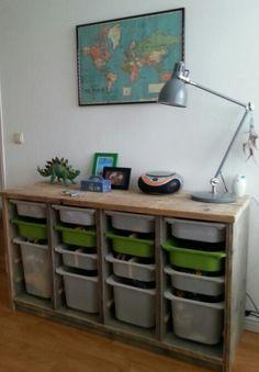 kast van Steigerhout voor de trofast bakken van Ikea #jongenskamer #boysroom