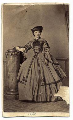 +~+~ Antique Photograph ~+~+  Beautiful Civil War clothing ~ 1861.