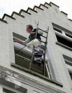 25 Photos Of Home Improvement About To Go Terribly, Terribly Wrong Workplace Memes, Workplace Safety, Safety Fail, Darwin Awards, Safety First, Construction Worker, Gif Pictures, How To Be Likeable, Funny Thoughts