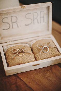 Porta alianzas boda Rudy y Helen Lindes. Ring Holder Wedding, Ring Pillow Wedding, Diy Wedding Ring, Perfect Wedding, Dream Wedding, Wedding Day, Wedding Planer, Ring Pillows, Rustic Wedding