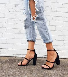 high heels – High Heels Daily Heels, stilettos and women's Shoes Cute Shoes, Me Too Shoes, Fashion Shoes, Fashion Outfits, Womens Fashion, 90s Fashion, Easy Style, Mein Style, Ripped Denim