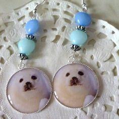 Boucles d'oreilles fantaisie bébé phoque et perles coeur bleues