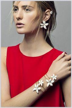 La colección de joyas Falling Jasmine de Carolina Herrera Too y Grillo Demo