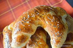 Cornuri simple de casa - cu sare | Savori Urbane Cooking Bread, Romanian Food, Bread And Pastries, Unique Recipes, Bread Recipes, Love Food, Bakery, Food And Drink, Vegetarian