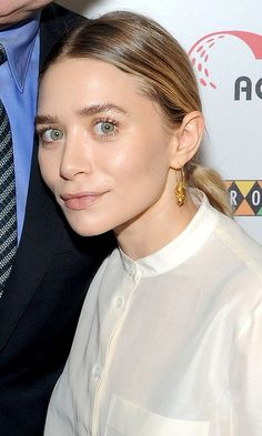 Here's some brow inspiration from Ashley Olsen. Source by makeup eyebrows Mary Kate Ashley, Mary Kate Olsen, Elizabeth Olsen, Beauty Make Up, Hair Beauty, Olsen Twins Style, Olsen Sister, Sleek Hairstyles, Hair Makeup