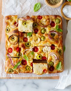 Focaccia - #foodbyjonister Recipes Appetizers And Snacks, Quick Bread Recipes, Getting Hungry, How To Dry Oregano, Dry Yeast, Baking Pans, Food Photography, Olives, Tomatoes