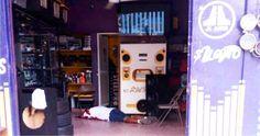 """EJECUTAN A TRES HOMBRES EN NEGOCIO DE AUDIO CARROS EN LA PROGRESO DE ACAPULCO GRO!!!  Acapulco de Juárez Guerrero, a 21 de septiembre de 2016.- Tres personas del sexo masculino fueron asesinadas a balazos en el interior de un negocio con razón social de nombre audio """"CaR-Rito"""", ubicado en la calle Durando casi esquina con Niños Héroes de la..."""