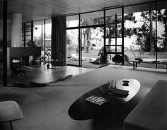 Case Study House #9. Designed by Charles Eames and Eero Saarinen. This house was built in 1949 for John Entenza and is located in the Pacific Palisades, California. Photo taken by Julius Shulman, 1950.