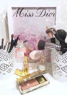 Love Make-up, YSL Lipstick Volupté Shine Pink IN Confidence 8, Estée Lauder Pure Color Blush Lover's Blush Shimmer 10, Zoeva Brushes, Realtechniques Brushes, e.l.f. Brushes, MAC Brush by me  ( @alexa-cybulska ) on Instagram
