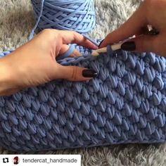 Ne hos bir model renk de cok guzel by crochetbasket tshirtyarn penyeip Tunisian Crochet, Diy Crochet, Crochet Crafts, Crochet Baby, Crochet Bag Tutorials, Crochet Basket Pattern, Crochet Stitches Patterns, Knitting Patterns, Knit Basket
