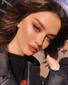 Gorgeous Makeup: Tips and Tricks With Eye Makeup and Eyeshadow – Makeup Design Ideas Glam Makeup, Pretty Makeup, Skin Makeup, Eyeshadow Makeup, Beauty Makeup, Beautiful Girl Makeup, Rock Makeup, Cute Makeup Looks, Orange Makeup