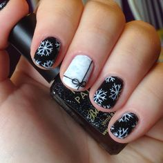 @nnmnails on Instagram: christmas snowflake sewing thread glitter monochrome black and white nail art